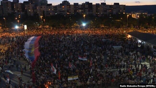 Učesnici litija okupljeni na poziv Mitropolije SPC, u glavnom gradu Crne Gore, Pogorici. 14. jun 2020.