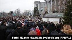 Сотні людей прийшли на акцію, пов'язану зі спорудою УПЦ (МП) у буферній зоні «Софії Київської», Київ, 3 лютого 2018 року