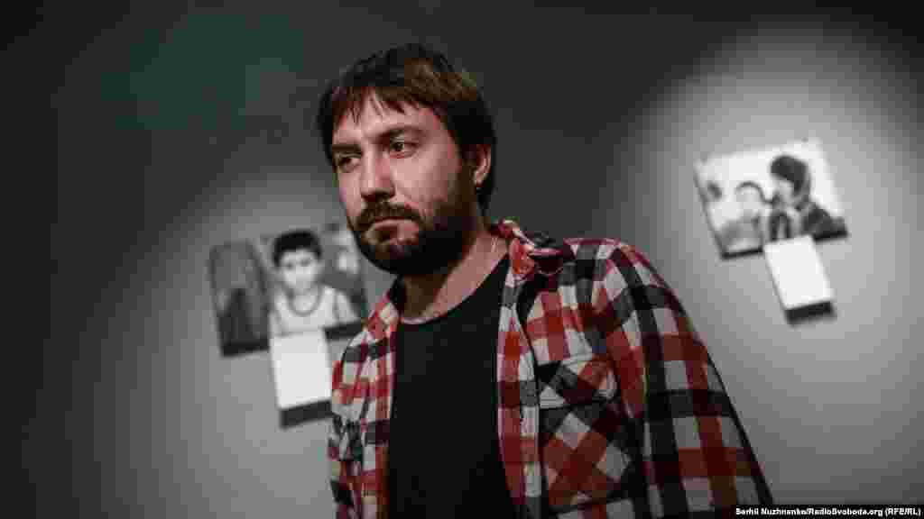Автор фотовыставки «Взрослое крымское детство», журналистРадио Свобода Антон Наумлюк.
