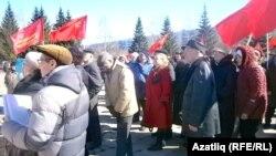 30 март урам җыенында КамАЗ һәм башка ширкәт эшчеләре читтәнрәк күзәтеп торуны кулай күрде