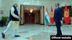 Индиянын өкмөт башчысы Нарендра Моди жана президент Алмазбек Атамбаев