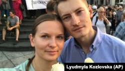 Ukrainian activist Lyudmyla Kozlovska (left) and her husband Bartosz Kramek at an antigovernment protest in Warsaw last year.