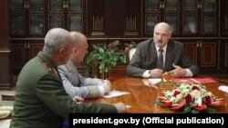 Аляксандар Лукашэнка падчас прыняцьця кадравых рашэньняў 11 чэрвеня