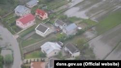 Підтоплені будинки та угіддя, повінь на Закарпатті, 24 травня 2019 року