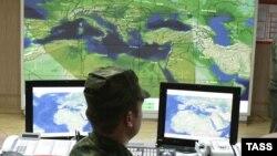"""Ofiţer rus la centrul de control al unui radat de tip """"Voronezh"""""""