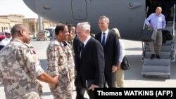 АКШнын коргоо министри Жим Мэттис Катардагы америкалык аскерий базада.