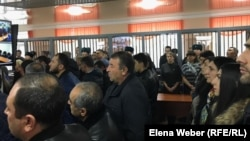 Onlookers gather in the courtroom to watch the announcement of the verdict in the murder case in Qaraghandy on November 4.