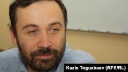Илья Пономарев, депутат Госдумы России, на круглом столе о ситуации с политическими заключенными в Казахстане. Алматы, 19 мая 2012 года.