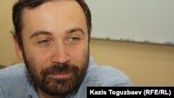 Илья Пономарев добровольно стал иностранным агентом
