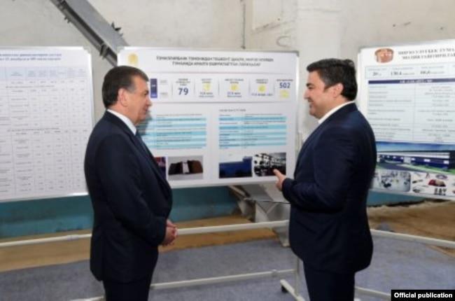 Предприниматель Ойбек Миралиев с президентом Шавкатом Мирзияевым.