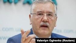Анатолій Гриценко у повідомленні у Facebook написав, що 26 березня перебуває в Дніпрі