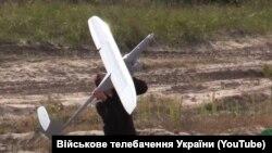 Практическая демонстрация разведывательно-ударного комплекса «Сокол». Черниговская область, 2017 год (Скриншот: YouTube Военное телевидение Украины)