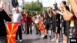 Селекторот Марин Докузовски и кошаркарите беа свечено пречекани по враќањето од ЕП во Литванија каде што го освоија четврото место.