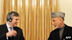 گوردون براون روز دوشنبه به صورت غیر منتظره به افغانستان رفت و با حامد کرزای دیدار و گفت و گو کرد.
