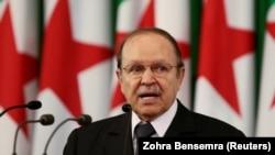 عبدالعزیز بوتفلیقه، رئیس جمهور پیشین الجزایر که در سن۸۴سالگی درگذشته است.