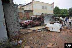 Знищена машина внаслідок збройних сутичок на вулицях Луганська, 19 липня 2014 року