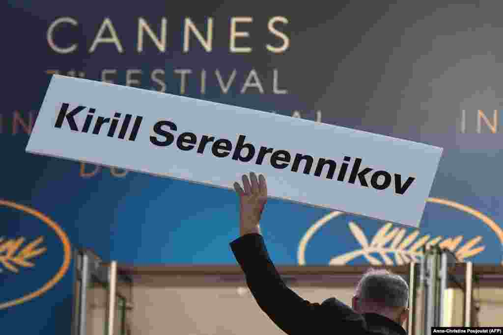 The general delegate of the Cannes Film Festival, Thierry Fremaux, holds a sign bearing the name of Russian director Kirill Serebrennikov, who is under house arrest in St. Petersburg, ahead of the screening of his film Leto (Summer) at the festival in Cannes on May 9. (AFP/Anne-Christine Poujoulat)