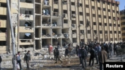 На місці вибухів в університетському містечку Алеппо, 15 січня 2013 року