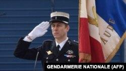 Полицейский Арно Бельтрам. получивший смертельное ранение при террористическом нападении в городе Треб на юге Франции.