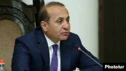 Armenia - Prime Minister Hovik Abrahamian chairs a cabinet meeting in Yerevan, 2Jun2016.