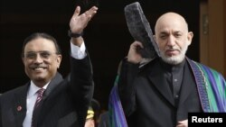 Afghan President Hamid Karzai (right) has asked Pakistani President Asif Ali Zardari (left) to put a stop to attacks on Afghan territory.