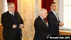 Ministri i Jashtëm grek Nikos Kotzias, i dërguari i OKB-së, Matthew Nimetz dhe ministri i Jashtëm i Maqedonisë, Nikolla Dimitrov