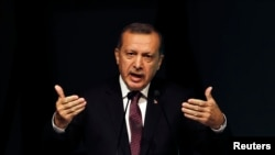 رجب طیب اردوغان، نخست وزیر ترکیه، میگوید که حکومت سوریه با دستاویز قرار دادن حملات اسرائیل، کشتار بانیاس را پنهان میکند