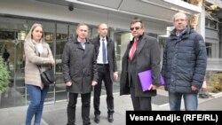 Zahtev RTS-u da javnost izveštava objektivno i nepristrasno: Predstavnici opozicionih partija ispred javnog servisa Srbije