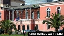 14 мая парламентское большинство в ускоренном режиме приняло поправки, меняющие правила работы и избрания судей Конституционного суда без учета мнения Венецианской комиссии