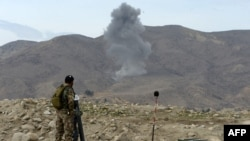 The Afghan Interior Ministry says that the air strikes killed at least 34 Islamic State fighters. (file photo)