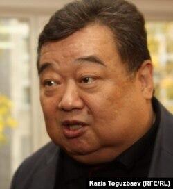 Валерий Ким, отец Алдаяра Исманкулова, осужденного на 17 лет тюрьмы по делу об убийстве кыргызского журналиста Геннадия Павлюка, комментирует приговор. Алматы, 11 октября 2011 года.