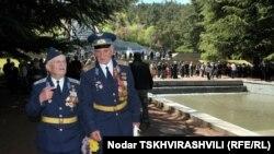 Праздник 9 мая в этом году отличался от предыдущих. Оркестр в Центральном тбилисском парке не стал исполнять песню «День Победы» и «Марш Славянки»