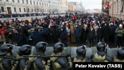 Riot police officers guard the area outside the St Petersburg Legislative Assembly building during a rally in support of Aleksei Navalny on January 31.