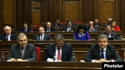 Armenia - Prime Minister Karen Karapetian (R) and members of his cabinet attend a parliament session in Yerevan, 20Oct2016.