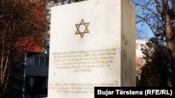 Pllaka përkujtimore për hebrenjtë e vrarë gjatë Holokaustit