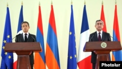 Armenia - President Serzh Sarkisian (R) and his visiting French counterpart, Nicolas Sarkozy, at a joint news conference, 07Oct2011.
