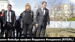 Кметът Йорданка Фандъкова и главният архитект Здравко Здравков на проверка в парка до Народното събрание в София.