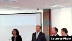 Gjatë ceremonisë së nënshkrimit të marrëveshjes për dhënien me koncesion të ANP-së