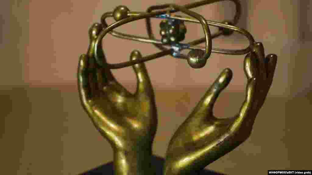 Скульптура в университете