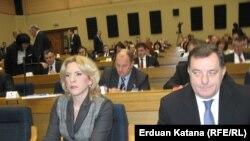 Cvijanović i Dodik u Skupštini na dan izbora Vlade, foto: Erduan Katana