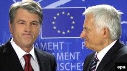 Президент України Віктор Ющенко і голова Європарламенту Єжи Бузек. Брюссель, 15 жовтня 2009 р.