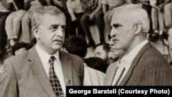 Վրաստանի անկախության շարժման առաջնորդներ Զվիադ Գամսախուրդիան (ձախից) և Մերաբ Կոստավան 1980-ականների վերջին