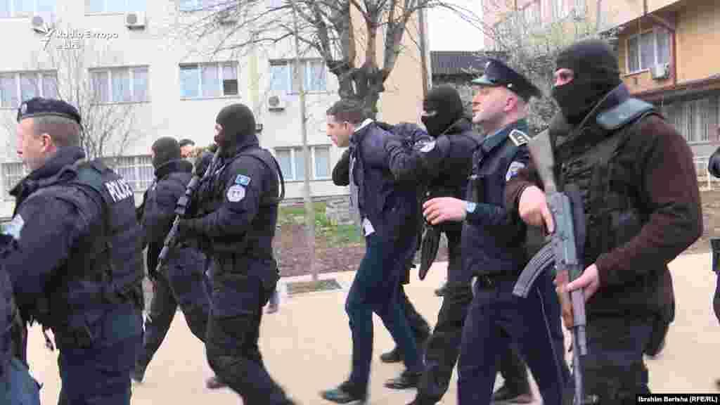 Specijalne policijske jedinice Kosova privode Marka Đurića