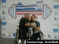 Dumitru Prodan (dreapta)