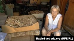 А пенсіонерка Любов Миколаївна вирощує овочі на продаж