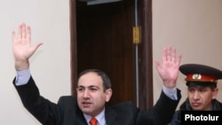 Armenia - Jailed opposition leader Nikol Pashinian greets supporters in courtroom,09Mar,2010