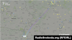 Самолет Falcon 900 без остановок летит из Москвы в Киев
