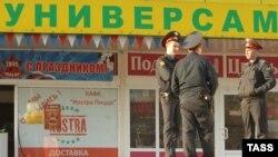 После трагедии в московском супермаркете, где открыл стрельбу майор Евсюков, психиатры и другие эксперты настаивают на суровом контроле за работниками милиции.