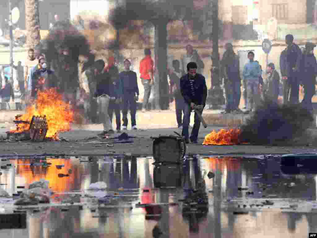 Demonstrators burn tires during a demonstration in the Suez on January 27.