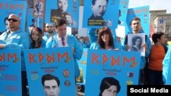 2015 senesi mayıs 9 künü Moskvadaki «Ölümsiz polk» aktsiyasınıñ iştirakçileri